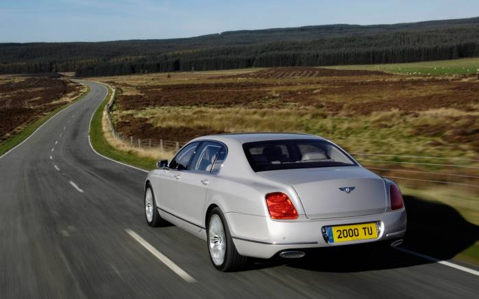 Широкоформатные обои Bentley Continental Flying Spur на дороге, Бентли Континенталь Флаин Спар (Bentley Continental Flying Spur)
